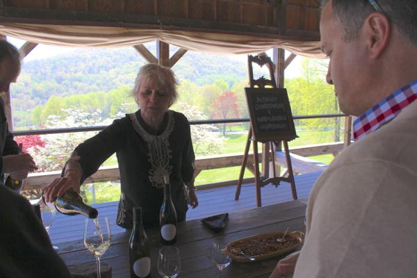 Shari Avenious pours her chardonnays.